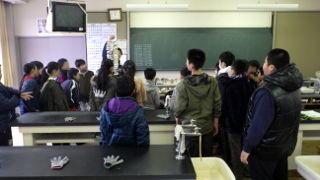 万石浦小学校6年生 マガキの学習